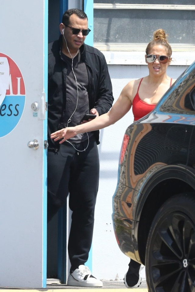 Jennifer-Lopez-Alex-Rodriguez-go to the-gym in COVID lock-down